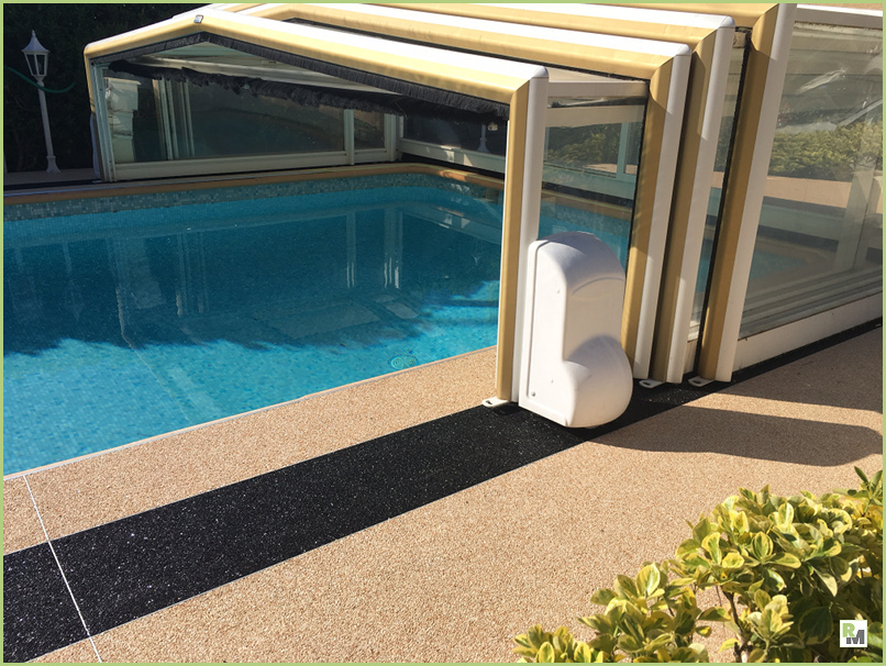 La décoration extérieure - RESIMARMO autour d'une piscine près de Nice (Mr Selva)