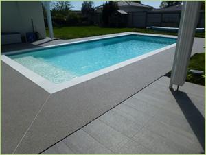 Plages de piscine en agrégats de marbre gris