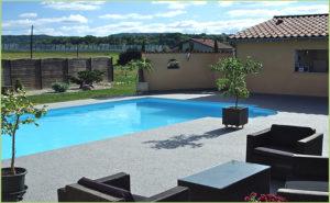 Abord de piscine en agrégats de marbre (Genève)