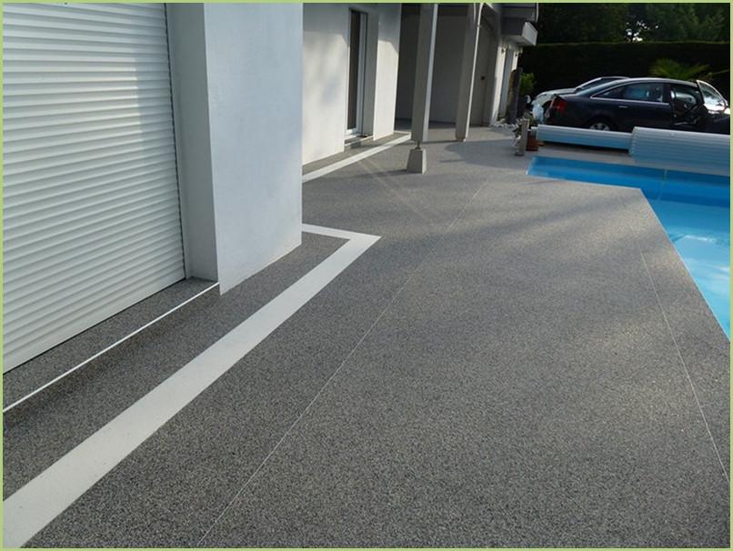 Terrasse grise et bordure blanche