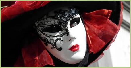 Un voyage en Italie, du nord au sud, c'est l'occasion de découvrir la culture du pays. Venise, par exemple, est bien connue, pour son histoire, mais aussi pour ses gondoles et son célèbre carnaval