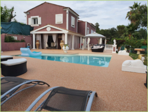 Terrasse et plages de piscine en Brescia pernice