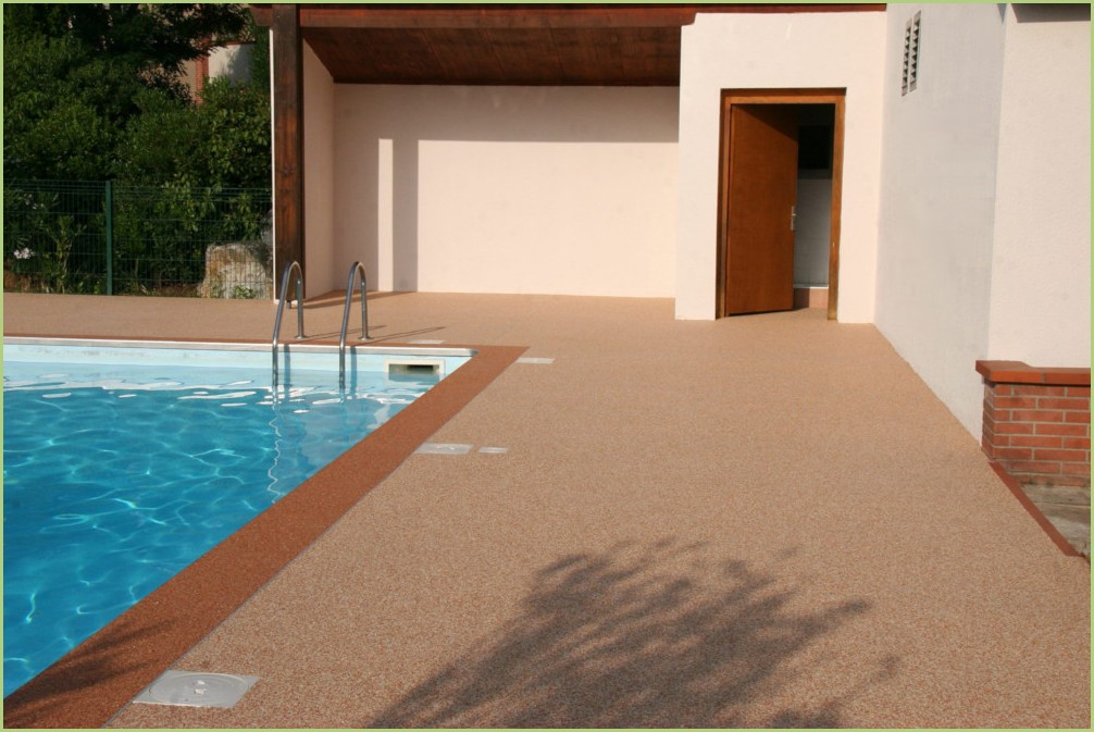 Sol décoratif drainant d'une plage de piscine (Après)